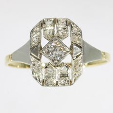 Geometric 18 K gold Art Deco Diamond engagement ring, circa 1920