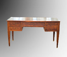 Biedermeier desk - in mahogany and mahogany feather - Northern Europe - ca. 1830