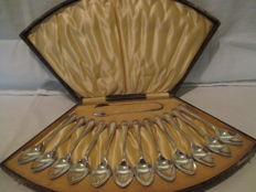 Beautiful Silver plated set consisting of twelve tea Spoons and a pair of sugar tongs.