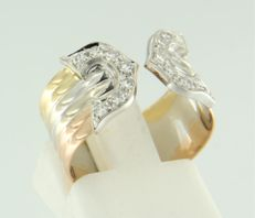 18 kt tricolour gold ring set with 16 single cut diamonds, in total approx. 0.32 carat, ring size: 16.5 (52)