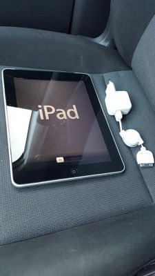 Apple iPad 1, 16GB with 3G! (A1337) with charger, etc