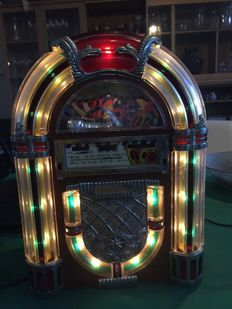 Vintage jukebox-shaped radio