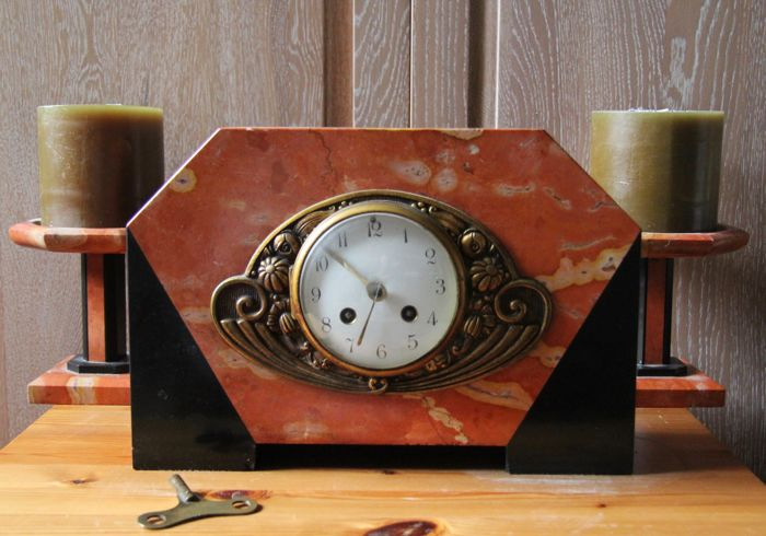 French mantle clock with candlesticks from the clockmaker F. Pelissier - approx. 1900