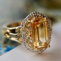 Beautiful vintage ring with rectangular bright Citrine approx. ca. 3ct. in reach decorated frame. Excellent state.