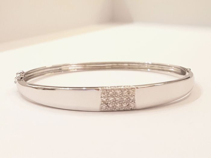 White gold bangle bracelet, 18kt, diamonds