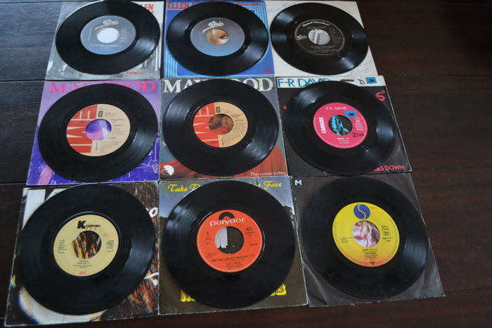 54 popmusic singles from 1975 till 1989 from all over the world records are in mn quality