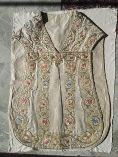 Complete sacred vestment in silk and gold threads - Caccamo (Sicily) - second half of the 18th century