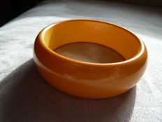 Lot 2 - Very nice bracelet made of tested Bakelite
