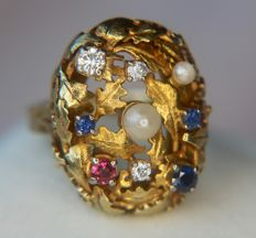 Luxury extra large high quality Cocktail Ring 8,2gr. with natural seed pearls, faceted natural blue Sapphires, Ruby and diamonds. - Ring size: 57