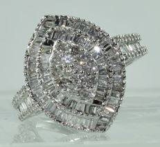 Large 18 kt white gold marquise Ring set with 109 diamonds for around 4.20 ct ***NO RESERVE PRICE***