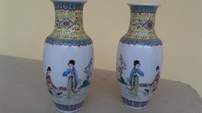 Two Chinese porcelain vases – China – late 20th century.