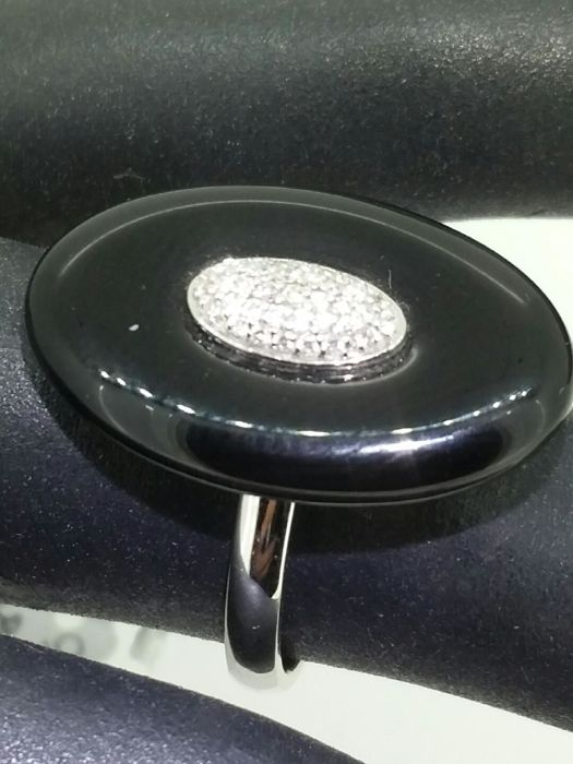 Onyx ring met diamanten