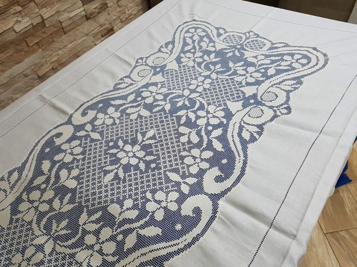 A true masterpiece! Pure 100% linen tablecloth with filet embroidery, made entirely by hand.