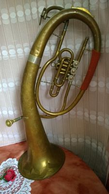 Horn in need of restoration / wind instrument for restoration