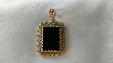 Handmade pendant in 18 kt 750/1000 gold with a black onyx gemstone