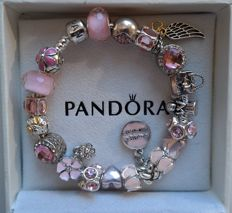 "Pandora bracelet + 20 charms - 925 silver, enamel and crystal - Topic: 'heart, mum' - L 19 cm - ""No reserve price""."