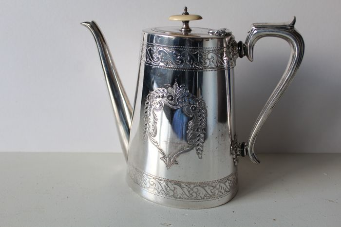 High tea or coffee pot richly decorated, even on the underside with a (sun)flower- Mark Willis and Son, United Kingdom ca 1890