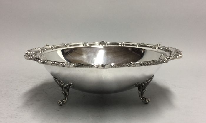 Round silver plated fruit bowl with beautiful edge decoration, England, ca. 1965