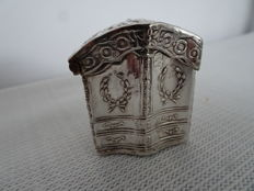 Silver scent box in the shape of a cabinet, with proverb, the Netherlands, around 1870