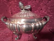 Tureen in punched silver, with two handles and a lid finished with an artichoke with handles - Spain - 20th century
