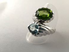 18 kt white gold ring  with 4.12 ct aquamarine  and 6.51 ct peridot - size 17.5