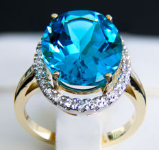 10.74 ct Topaz And Diamonds Gold Ring.**No Reserve**