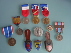 11 medals, pins and badges, France