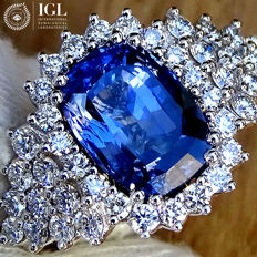 Blue Sapphire Ring Cocktail Diamond And 18 kt Gold  5.13 ct - Size 6.5 - IGL Certified - No Reserve Price