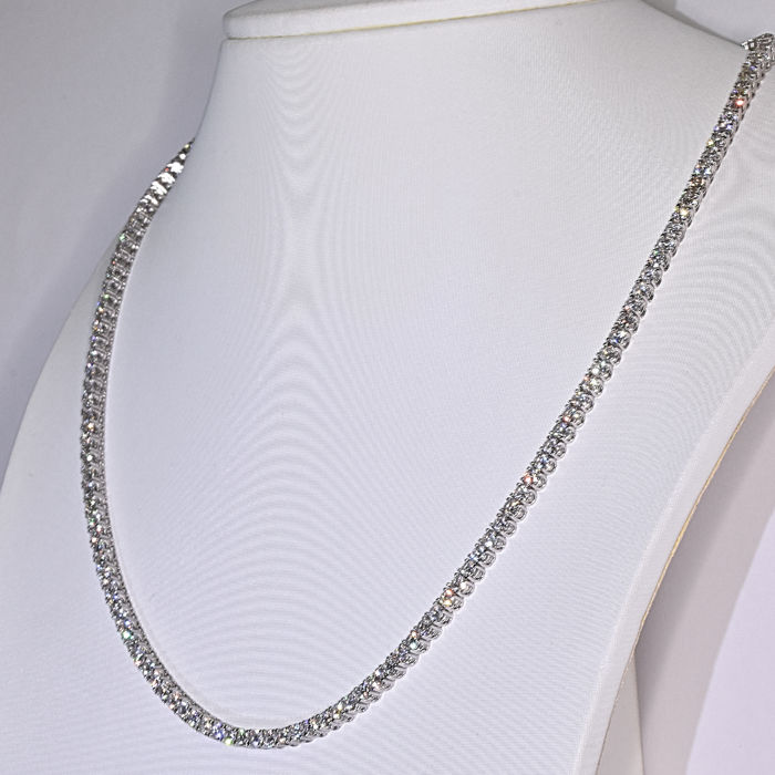 6.21 Ct tennis Diamond necklace in 18kt gold