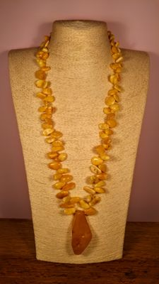 Vintage 100% Natural Baltic Amber necklace with pendant, Length ca. 70 cm, 61 grams