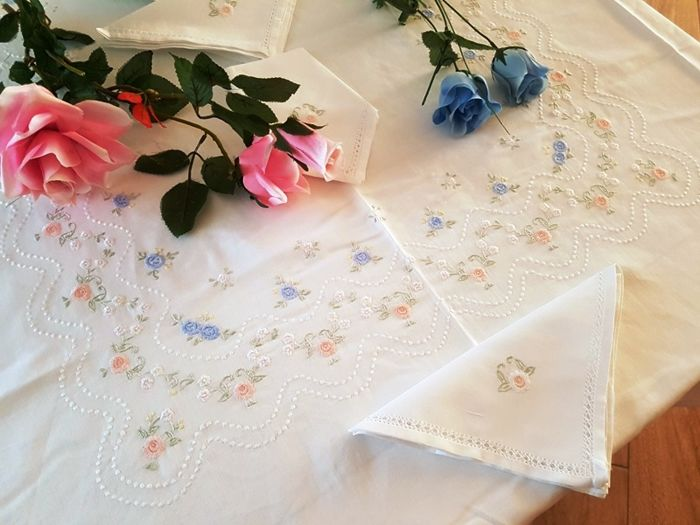 Linen blend tablecloth for 12 with satin stitch handmade embroidery