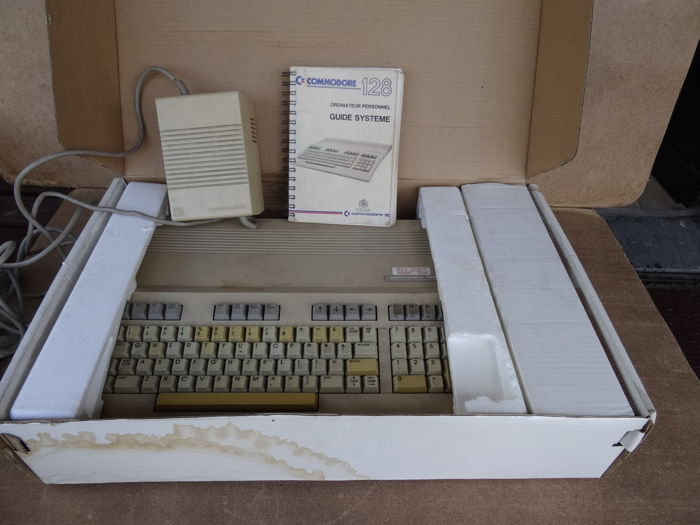 Commodore 128 Personal Computer + Power Supply C128 + manual