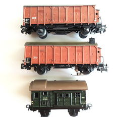 Märklin H0 - 320.2/320 S.4/390.6 - Closed freight wagon, baggage wagon and closed freight wagon with rear light