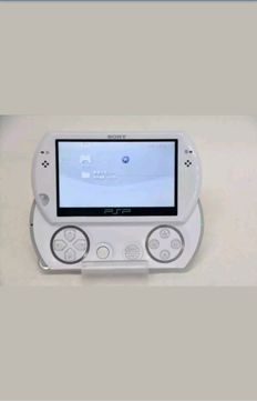 PSP Go with 16GB memo and 12 games digital