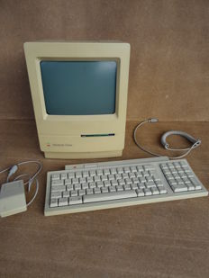 Vintage Apple Macintosh Colour Classic computer + Keyboard II + Desktop Bus Mouse 1990's