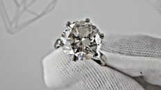 7.79 ct round diamond ring made of 14 kt white gold - size 6,5