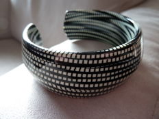 Lot 6 - Old black and white plastic bracelet - Rare colour