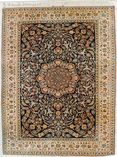 ANTIQUE VERY VERY FINE ISFAHAN
