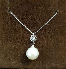 18 kt white gold necklace with single diamond and pearl
