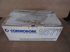 Disk Drive Commodore 1571 + original box used