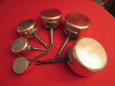 "Set of 5 cooking pots in tin-plated red copper, new, never used, professional quality - manufacture by ""Les Cuivres de FAUCOGNEY"" and 1 small ""Russe"" flambé"