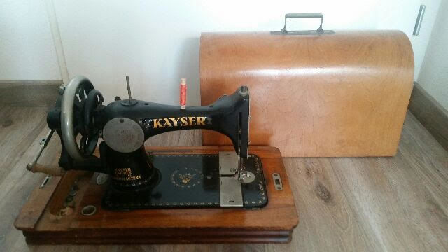 Kayser sewing machine with case from Germany