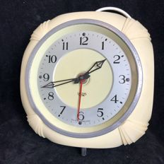 Smiths Sectric - electric cream-coloured bakelite kitchen clock in the Art Deco style