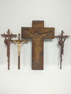 4 carved Crucifixes - second half of the 20th century