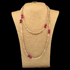 Necklace with cultured pearls and rubies - 18kt/750 yellow gold - Length 112 cm.