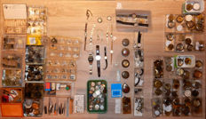 Important lot of parts and material for watch-making: pocket watches, wristwatches, clocks...