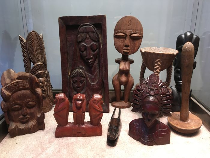 Nice lot of 10 interior decoration items of African-style