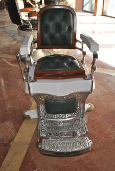 Triumph brand barber's chair from 1910