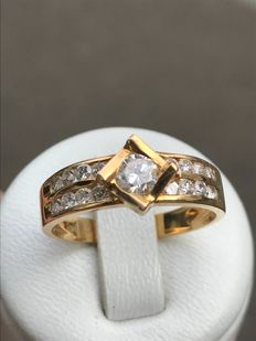 Gold ring with 0.97 ct diamonds. Top Wesselton – size 59/18.9 mm.