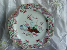 A porcelain, family rose, Yongzheng plate - China 18th century.